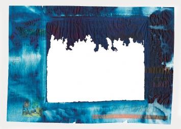 Hive, 2015, gefärbtes Zeitungspapier, Glas, elektrischer Erreger, Backsteine, je 70,6x50,8x42,2cm, Detail oben: Corriere della Sera, gefärbt, zerfressen von Bienen