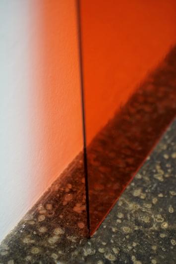 the weight of light, 2020, farbiges Glas, Detail, Kunst Halle Sankt Gallen