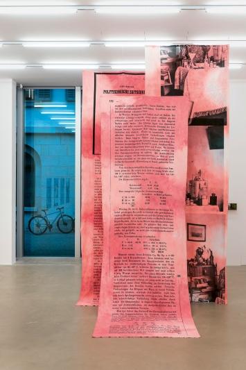 Toning Brasil(in), Digitaldruck auf Baumwolle, Haunting Home, Installationsansicht Aargauer Kunsthaus Aarau, 2020.Foto: Timo Ullmann