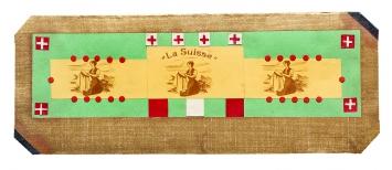 Karl T. ( 1884–1965) · La Suisse!, mehrfach eingepacktes Couvert, Collage, beschriftet. Auf der äussersten der vier Verpackungen steht: «Inhalt bitte Abends [sic] 18Uhr öffnen, / Vaterland! Gott! Freiheit!», 11x29,2cm, Sammlung Wil, Inv. Nr. 77 recto, StASG A 541/1.2.6969