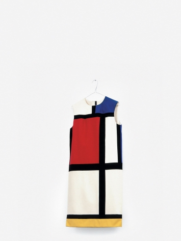 Sylvie Fleury · Mondrian Dress Rack, 1993/2016 (Detail), 3 Mondrian-Kleider, 1 Kleiderständer,3 Kleiderbügel, Masse variabel, Courtesy the artist and Karma International, Zürich und Los Angeles, © Sylvie Fleury