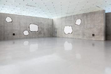 Papierarbeiten, 2020, 16 Stück, Papier, Leinwand, Holz, Ausstellungsansicht 3. OG, Kunsthaus Bregenz. Fotos: Markus Tretter