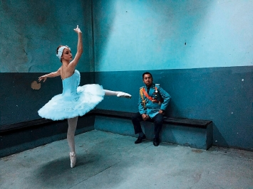 Halil Altindere · Ballerinas and Police, 2017, HD video, sound, 9min39, Courtesy Pilot Gallery, Istanbul
