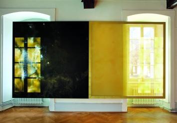 Cécile Bart · Diplopie #6, 2019, 2 peintures/écrans (peinture glycérophtalique, Tergal Plein Jour, cadre aluminium), 190x380cm,Manoir Martigny. Photo: Pascal Huser