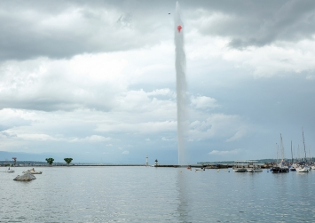 Roman Signer · Jet d'Eau, 2018, Performance, Sculpture Garden Geneva, Courtesy FMAC. Photo : Julien Gremaud