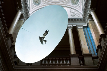 Gabriela Gerber und Lukas Bardill · Vogelschreck, 2009, Ausstellungsansicht Bündner Kunstmuseum Chur, 2009, Videostill ©ProLitteris