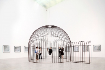 Cage and Mirror, 2011, Installationsansicht 21st Century Museum of Contemporary Art, Kanazawa, Japan