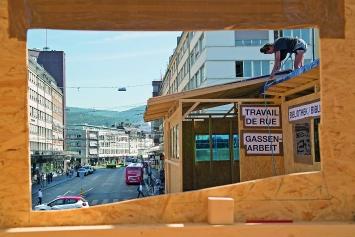 Robert Walser-Sculpture, Bau der Plattform. Durchblick auf die Bahnhofstrasse. 2019, alle Bilder © ProLitteris. Fotos: Enrique Muñoz García