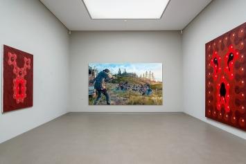 Fabienne Baumann · Shot Down, 2020, Acryl auf Leinwand, Acryl und Öl auf Dibond, 199,5x354cm, Ausstellungsansicht ‹Hauptsache– Anton Bruhin›, Haus der Kunst Altdorf, Uri