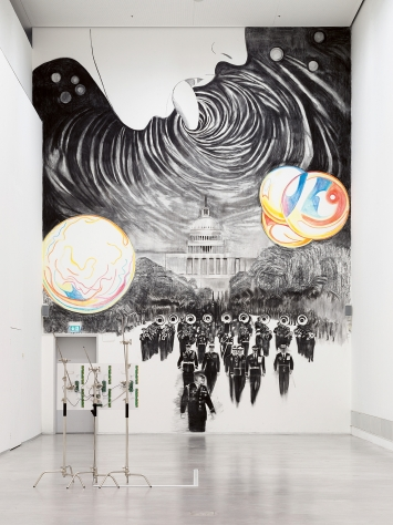 The Parade, 2020, disegno murale, carboncino e pastello, dimensione variabile, courtesy Peter Kilchmann.Photo: Roman März