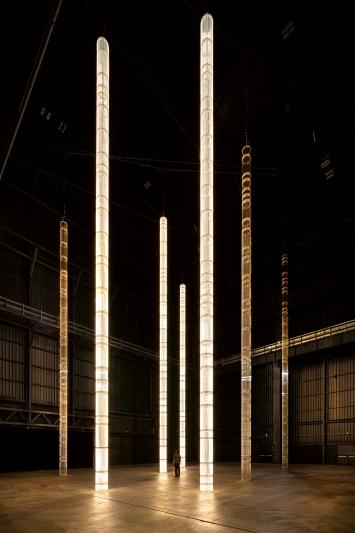 StarStarStar/Steer (totransversephoton), 2019, veduta dell'installazione, Pirelli Hangar Bicocca, Milano, Courtesy White Cube e Pirelli Hangar Bicocca. Prodotto con il supporto tecnico di INELCOM, Madrid.Foto: Agostino Osio