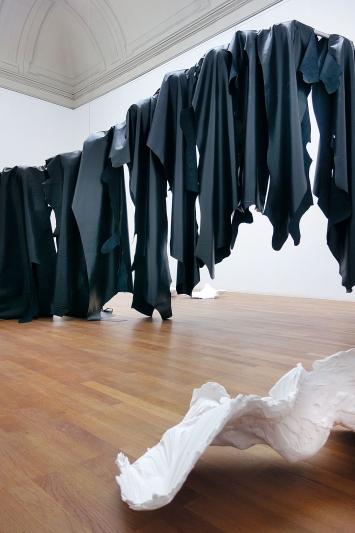 Auf einem langen Schatten (sopra), Über dem See und umgekehrt, (sotto), 2018.Foto: Kunsthalle Winterthur