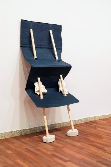 Vera Trachsel · Senza titolo, 2018, Cartone, legno, carta, gesso