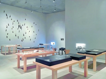 Michael Oppitz · Bewegliche Mythen, Ausstellungsansicht Kolumba Köln, 2018.Foto: Lothar Schnepf