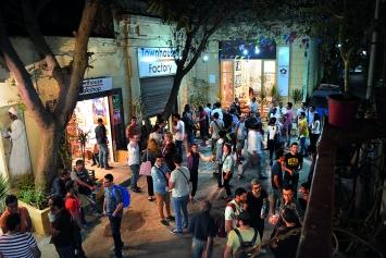 Während einer Eröffnung in der Townhouse Gallery kommt die Kairoer Kunstszene zusammen.Foto: Townhouse Gallery