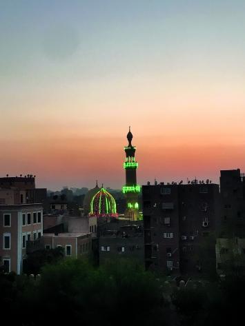 Die blaue Stunde in Kairo, von den Moscheen rufen die Muezzine zum Gebet.Foto: Mathis Neuhaus