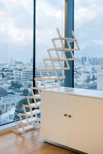 You can catch Maria on the stairs, 2018, Pulverbeschichtetes Aluminium, 37,5–300x52x46cm, The Untold Compromise, 2019, Ventilator, Tel Aviv