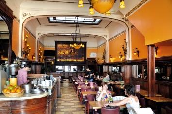 Café La Ruche, am Sonntagmorgen und während des Ramadan beinahe leer