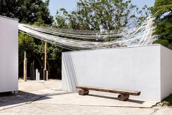 Body Splits, 2019, Ansicht Gelände, Wassertank-Ausstellungsraum.