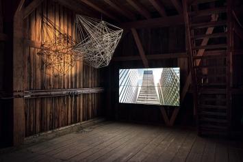 Die Kulturschüür Eierbrecht in Witikon – Installation von Pascal Häusermann.Foto: Dominik Zietlow