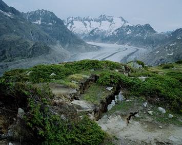 Ohne Titel, Kapitel ‹Great Aletsch Glacier›: Grosser Aletschgletscher, Moosfluh, Schweiz, 2017, Inkjet-Print, 127x160cm, Courtesy Parrotta Contemporary Art