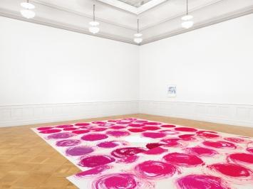 Amelia, 2019, Acryl auf Baumwolle, beidseitig, 525x1240cm, Ausstellungsansicht Palais de l'Athénée, Genf.Foto: Annik Wetter