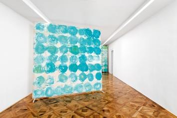 Baharak 4, 2019, Acryl auf Baumwolle, 280x280cm, Ausstellungsansicht Villa du Parc, Annemasse.Foto: Aurélien Mole