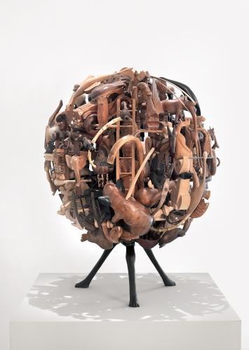 Globus, 2008, Holz, 88 x 65 x 65 cm © ProLitteris. Foto: Stefan Altenburger