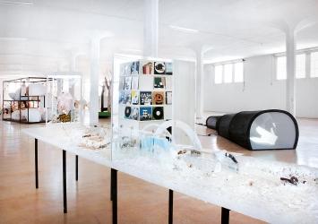Volle helle Halle, 2020, diverse Materialien, Ausstellungsansicht Kunstdepot Altdorf ©ProLitteris