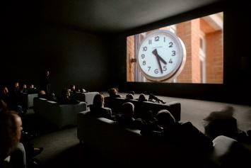 Christian Marclay · The Clock, 2010, installation vidéo monocanal, 24 heures, Courtesy White Cube, London.Photo: Ben Westoby
