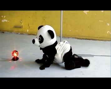 Elodie Pong · Je suis une bombe, 2006, Video, 6'12'', Courtesy Sammlung Verbund, Wien