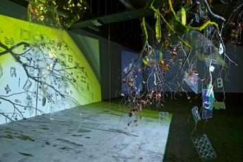 Pipilotti Rist · Apple Tree Innocent on Diamond Hill, 2003, Courtesy die Künstlerin, Käthe Walser, Hauser & Wirth und Luhring Augustine, Ausstellungsansicht Kunsthaus Baselland 2021.Foto: Gina Folly