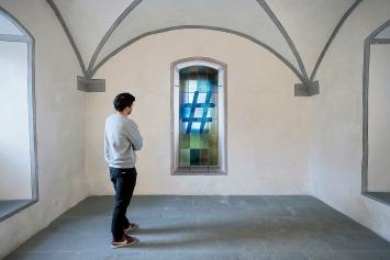 #, 2020, Bleiglasfenster, Metallrahmen, Schrauben, 200x77x3,5cm, Ausstellungsansicht Winkelriedhaus Stans.Foto: Christian Hartmann