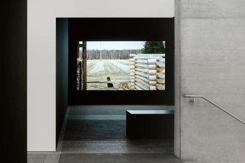 Lumi/ei lunta, 2011, 1-Kanal-Video, Installationsansicht Kunstmuseum St.Gallen.Foto: Daniel Ammann