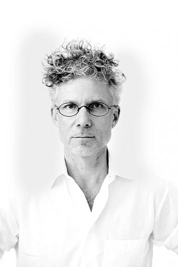 Christoph Schenker ist Leiter des Institute for Contemporary Art Research und lehrt im Master Fine Arts des Departements Kunst & Medien an der Zürcher Hochschule der Künste.