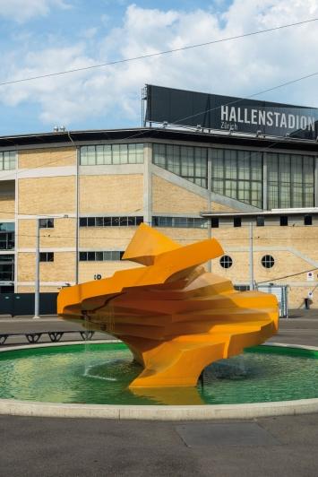Annemie Fontana,Sirius, Brunnenplastik aus Polyester, Tramwendeschlaufe Messe/Hallenstadion, Zürich. © Pierluigi Macor / Stadt Zürich KiöR («Neuer Norden Zürich»)