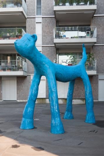Carin Grudda, Mikrokosmos, 2011, Skulpturen, Bronze, diverse Masse, Wohnhof Herti 6, An der Lorze 17/19/21/23/25, Eigentum Korporation Zug