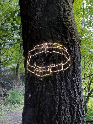 Judith Albert · Für die Elfen, 2021, Lichtzeichnung 1/3, LES-Projektor, Glas-Dia, Unikat, Masse variabel ©ProLitteris.Foto: M. von Meiss