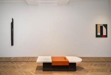 Installationsaufnahme HAPTICS, von links nach rechts: Artur Lescher,Untitled #01, 2013;Elena Alonso,Mock-Up, 2019;Svenja Deininger,Untitled,2018,Courtesy Fabian Lang and the artists