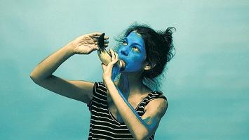 Brigit Edelmann · Blauhorn, 2019, 2'37''.Foto: Stefan Rohner
