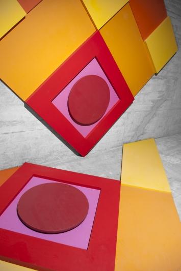 Eugen Hotz, Ohne Titel, 1970,Installation, Holz und Dispersionsfarben, diverse Masse, Oberstufenschulhaus Loreto, Loretostrasse 10, Eigentum Stadt Zug