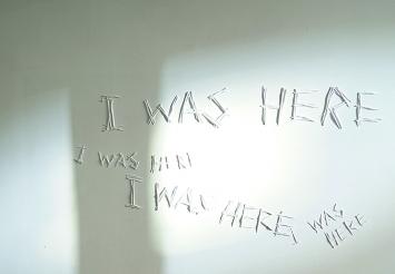 Anita Kuratle · I was here, 2018 (Detailansicht), Multicast, Wandfarbe, Projektion