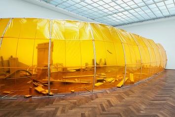 Dora Budor · The Preserving Machine, 2018–19, Installationsansicht Kunsthalle Basel.Foto: Philipp Hänger