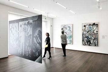 Kunst.Geld.Museum, Ausstellungsansicht Kunstmuseum Basel, 2018;im Vordergrund Fotografie von Kurt Wyss, im Hintergrund Pablo Picasso ‹Venus und Amor› und ‹Das Paar› (v.l.n.r.)