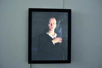 Anne Katrine Dolven · Portrait with Cigarette, 2000, DVD (PAL) , Farbe, mit Ton, für Flachbildschirm, 6'18'', Kunstmuseum Bern, Stiftung Kunsthalle Bern