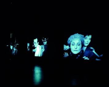 Ute Friederike Jürss · You Never Know the Whole Story, 2000, Drei-Kanal-Videoinstallation, s/w, ohne Ton, auf 3DVDs (PAL), Projektionsgrösse variabel (min 300x400cm /max. 450x600cm), Kunstmuseum Bern, Postproduktion: Zentrum für Kunst und Medientechnologie, Karlsruhe