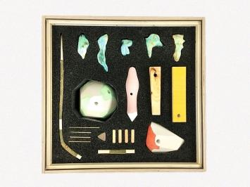 Lorenzo Salafia · instant sculpture, 2018, Modell 1:4, PU-Schaumstoff, Gips, Messing, div. Holzarten, Keramik