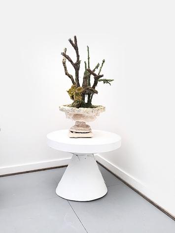 René Fahrni · Entry Hall Table, 2014, Gips, Holz, Wolle, Ölfarbe