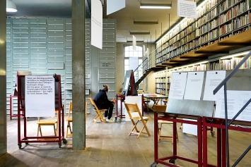 Eva Weinmayr, Lucie Kolb · Reading the Library, 2021, Ausstellungsansicht Kunstbibliothek
