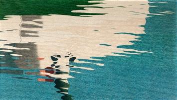 Hans Emmenegger · Spiegelung auf dem Wasser oder Kleiner Dampfer, sich im Wasser spiegelnd, 1909, Öl auf Leinwand, 85,5x150,5cm, Kunstmuseum Luzern, Depositum Stiftung Best Art Collection (Bernhard Eglin-Stiftung)